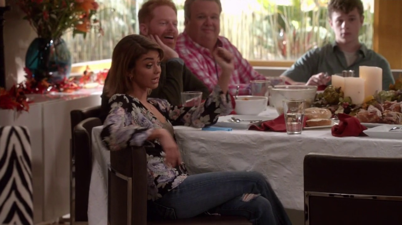 Modern Family Season 7 pisode 7 Fashion, lothing + Style Pradux - ^