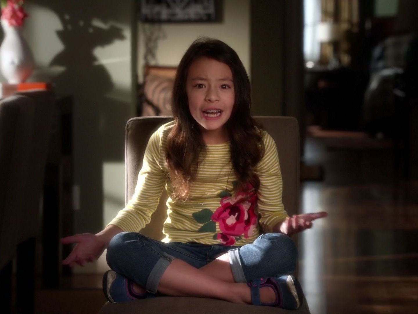 Lily Tucker,Pritchett\u0027s Yellow Stripe Floral Tee on Modern Family