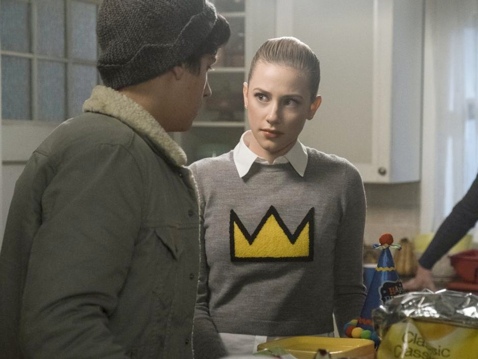 Betty Cooper S Crown Sweater On Riverdale Pradux